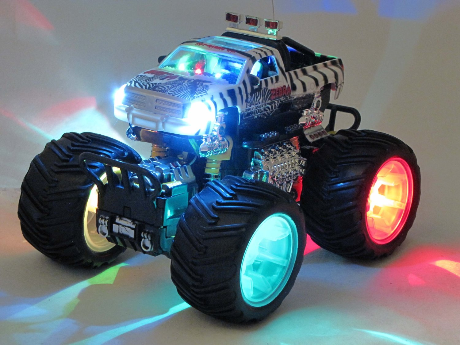 rc ferngesteuertes auto monster truck mit licht. Black Bedroom Furniture Sets. Home Design Ideas
